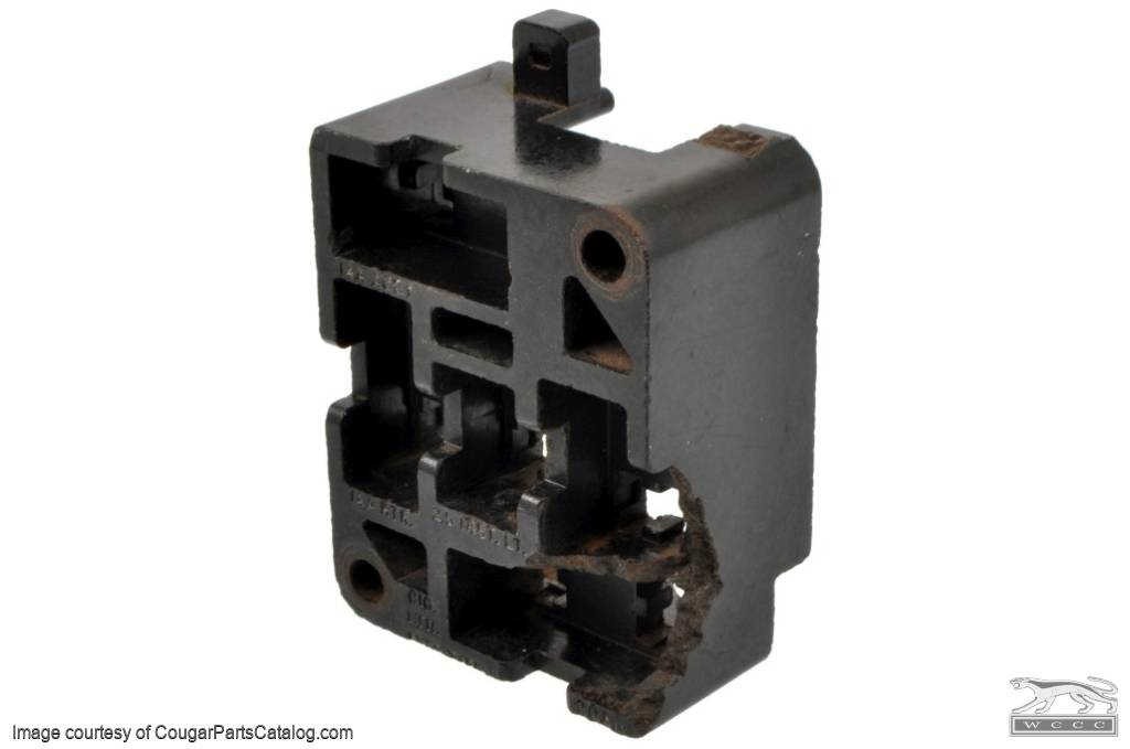 1363898524_q fuse block grade b used ~ 1967 1968 mercury cougar 1967  at bakdesigns.co